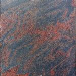 Rot und grau durchzogener Stein
