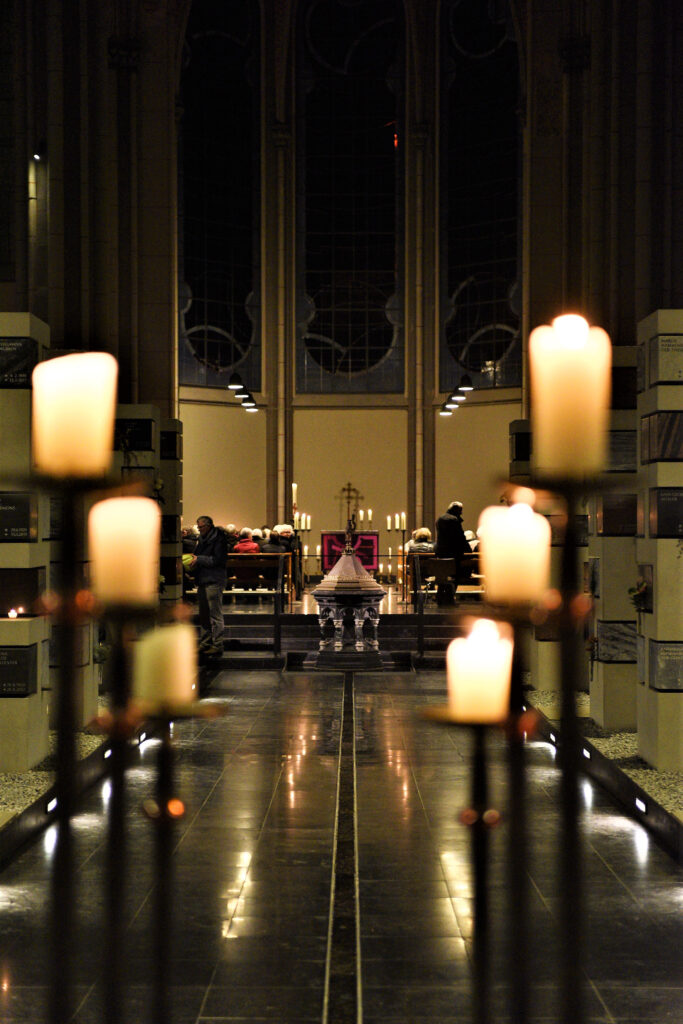 Kerzenlicht in der Grabeskirche